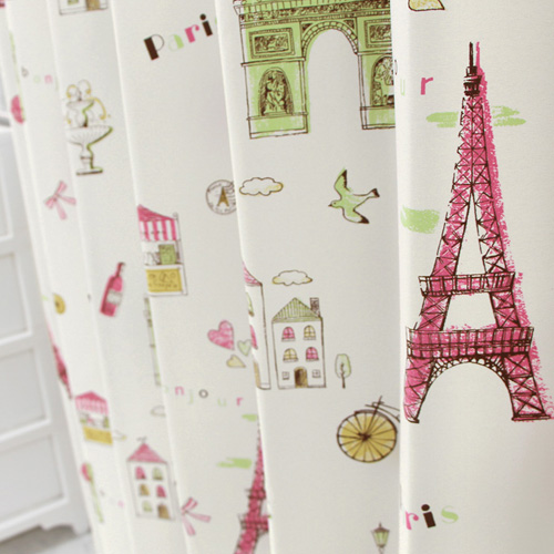 パリのイラストが入ったキッズカーテン
