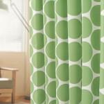 緑の大きめなドット柄カーテン