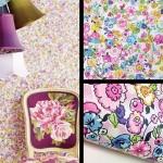 ピンクベースの繊細な花柄の壁紙