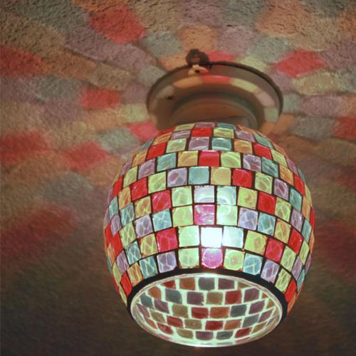 モザイクガラスの照明ライト