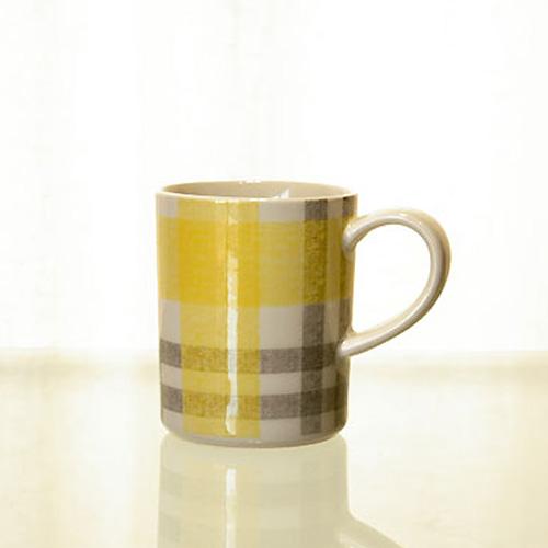 黄色とグレーのチェック柄マグカップ