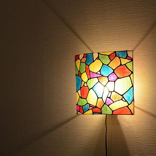 ステンドグラスデザインの照明ライト