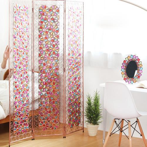 花柄のステンドグラスのパーテーション