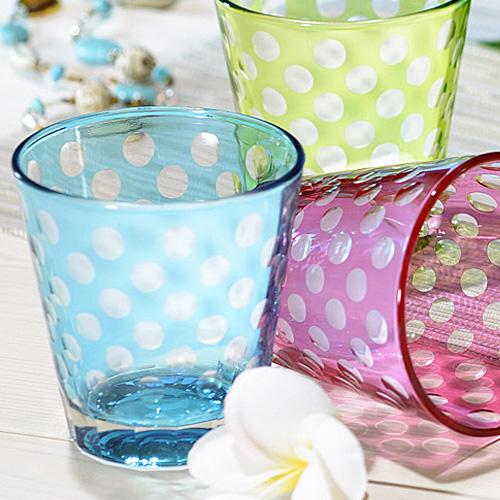 可愛らしい水色のドット柄グラス