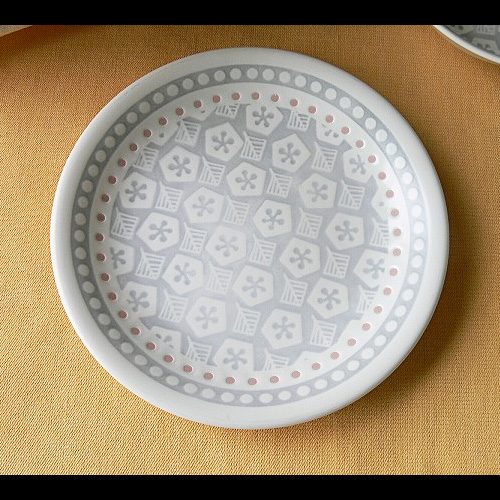 三島唐津をアレンジした北欧風食器