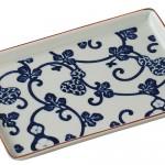 唐草模様のような和柄の大皿