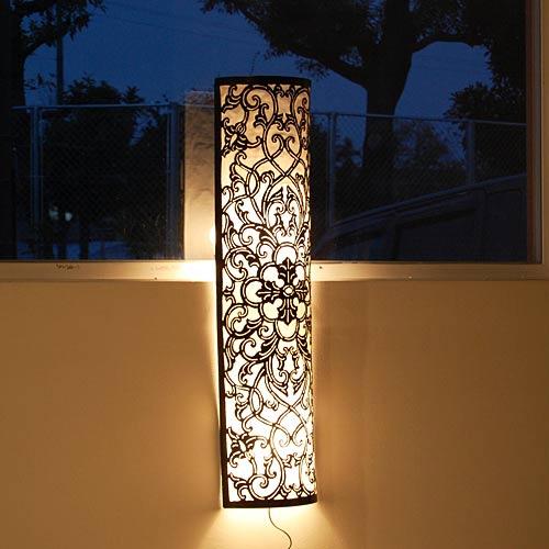 アラベスク柄の壁掛け間接照明