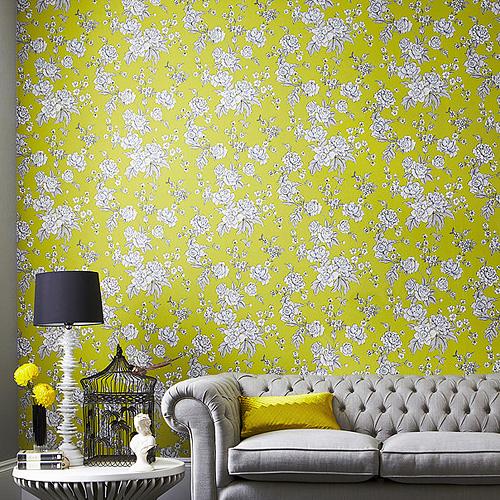 繊細な花柄の壁紙