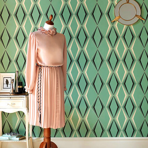 菱形が並ぶモダンなオールディーズ壁紙