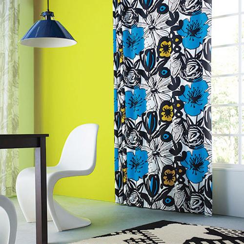 インパクトのある花のイラスト柄カーテン