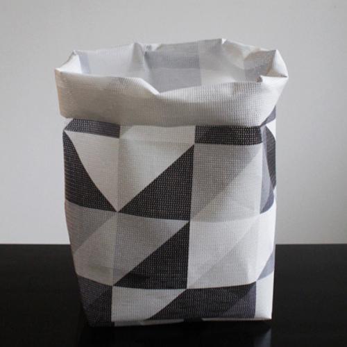 白黒の三角形が並ぶバスケット