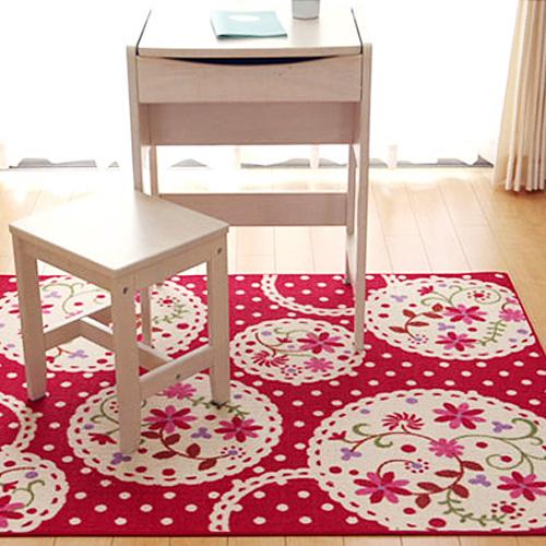 赤い花のイラスト柄カーペット