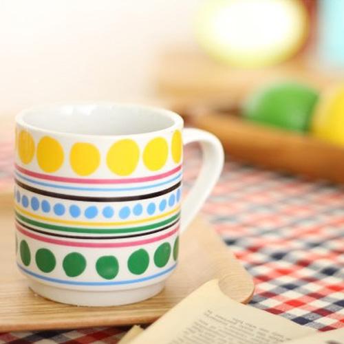 カラフルなラインドット柄マグカップ