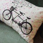 自転車イラスト入りの花柄パターンクッションカバー