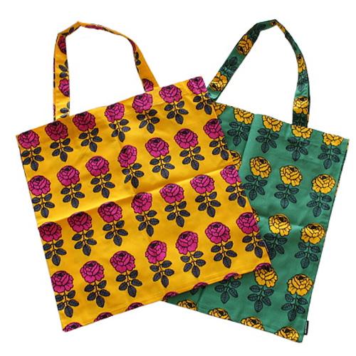 発色の良いバラのイラストパターントートバッグ