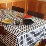 シンプルな白黒ブロックパターンテーブルクロス