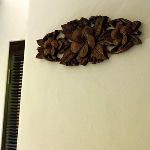 木彫りのレリーフ プルメリア